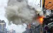 Clip cột điện bốc cháy dữ dội ở Sài Gòn, cả khu phố hốt hoảng