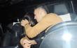 Cảnh tượng khó coi của Ozil và bạn gái trong ô tô riêng