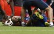 Iniesta dính chấn thương nặng, nguy cơ nghỉ hết năm