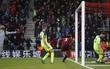 Liverpool bại trận khó tin dù dẫn trước Bournemouth 2 bàn