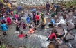 Hàng ngàn cậu bé Malaysia vui đùa trước nghi lễ cắt bao quy đầu