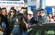 """Noo Phước Thịnh cười tươi, xuất hiện rạng rỡ ở sân bay Tân Sơn Nhất sau """"Asia Song Festival"""""""