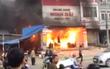Hà Nội: Cháy siêu thị điện máy lan sang góc chợ Xuân Mai, nhiều người hoảng loạn tháo chạy