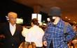 Clip thú vị: Bắt gặp diễn viên chuyên đóng vai giám đốc thành đạt lại làm vệ sĩ đón So Ji Sub ở sân bay