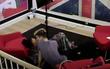 Hai thí sinh nữ của Next Top Mỹ thoải mái hôn nhau trên truyền hình