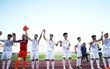 Cầu thủ U20 Việt Nam nắm tay, chào cảm ơn cổ động viên