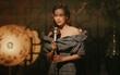 Hồ Ngọc Hà quyến rũ và bí ẩn trong hình ảnh ca sĩ hát phòng trà xưa