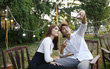 """Để tránh cảnh """"Facebook ai người đó đẹp"""", phải biết cách selfie đẹp cả đôi"""
