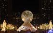 """Hàng ngàn người hào hứng chiêm ngưỡng""""Vạn thỏ ngắm siêu trăng"""" tại Royal City"""