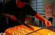 Đông về, giới trẻ lại có thêm món mới: Bánh bông lan trứ danh xứ Đài đã đến Việt Nam