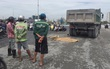 TP. HCM: Công nhân ra hiệu cho tài xế xe ben lùi lại, bị cán tử vong tại chỗ