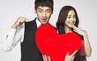 Dùng hit trở lại để cầu hôn Kim Tae Hee, ai ngọt ngào hơn Rain?