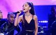 """Sau vụ đánh bom, ca khúc """"Một lần cuối"""" của Ariana trở lại No.1 trên BXH"""