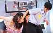 "Netizen ghen tỵ với fan nữ bị ""hoàng tử lai Kpop"" quất tay giữa mặt"