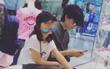 Yêu đương nồng nhiệt với Tạ Đình Phong, Vương Phi vẫn dành thời gian chăm sóc con gái Lý Yên