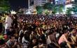 Biển người đổ về phố đi bộ Nguyễn Huệ tham dự đêm nhạc EDM vào tối 30/4
