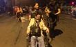 Vụ cháy nổ gần cảng Sài Gòn: Người già trẻ nhỏ hối hả ôm tài sản chạy ra ngoài, chờ dập lửa