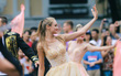 Dàn trai xinh gái đẹp ngoại quốc trong carnival nghệ thuật đầu tiên ở phố đi bộ hồ Gươm