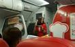 Máy bay bị delay và đây là cách nữ tiếp viên xinh đẹp khiến hành khách không ai tức giận