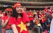 Những bóng hồng Việt Nam cổ vũ Công Phượng và đồng đội ngay trên đất Malaysia