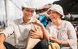 """Bố mẹ trong bộ ảnh """"25 năm gắn bó cánh đồng"""" đi thăm con, lại có thêm những khoảnh khắc yêu thương đến cay mũi!"""