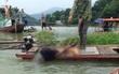 Hòa Bình: Nam thanh niên chết trong tư thế đầu chúc xuống nước, người trên thuyền