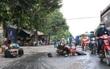 Bình Dương: CSGT truy đuổi xe tải bỏ chạy hơn 1km sau va chạm với chiếc xe máy khiến 1 người bị thương nặng