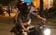 Clip: Kết thúc đám cưới, vợ chồng Khởi My - Kelvin Khánh cưỡi mô tô về nhà, ôm lấy nhau không rời
