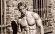 Vận động viên thể hình gây sốt với cơ bắp cuồn cuộn và gương mặt đẹp như tài tử