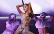 Chưa kịp quay lại Việt Nam để đền bù hủy show, Ariana Grande đã chính thức khép lại tour diễn nhiều lùm xùm Dangerous Woman