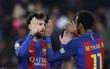 Messi lập cú đúp, Barca tiếp tục đeo bám Real