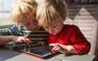 Nhìn loạt ảnh này để thấy trẻ con thời công nghệ bây giờ khác xa quá