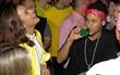 Neymar đưa bạn gái đi quẩy sau khi Brazil giành vé dự World Cup 2018