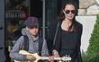 Con gái ruột của Angelina Jolie và Brad Pitt càng lớn càng nam tính