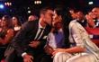 Ronaldo hôn Georgina trong ngày nhận giải The Best 2017