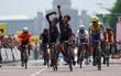 VĐV Malaysia… đi tắt về đích, Thái Lan mất HC vàng, Việt Nam mất bạc môn xe đạp