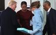 Tân Đệ nhất phu nhân Mỹ Melania Trump đã tặng món quà gì cho nhà Obama?