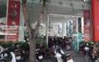 Chuỗi cửa hàng xe máy ở Nghệ An bị ném mắm tôm và nhớt thải