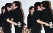 Thành Long bị chỉ trích vì ôm chặt, hôn ghì lấy fan nữ tại sự kiện