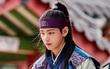 """Kim Tae Hyung (BTS) được netizen khen hết lời cho vai diễn Han Sung trong """"Hwarang"""""""