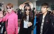 Cập nhật: A Pink đội nón lá, SEVENTEEN bị bao vây bởi biển fan Việt tại sân bay Nội Bài