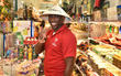 Huyền thoại Arsenal mặc áo dài, đội nón lá tham quan các di tích tại Thành phố Hồ Chí Minh