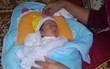 Nghệ An: Phát hiện bé gái sơ sinh còn nguyên dây rốn bị bỏ rơi bên bờ suối