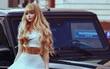 """Cuộc đời không biết sướng hay khổ của """"búp bê sống"""" nước Nga: 26 tuổi, hẹn hò phải đi cùng mẹ, mặc gì là do mẹ chọn"""