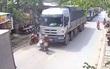 Sài Gòn: Cụ bà nhặt đồng nát bị xe tải cán tử vong khi dắt xe qua đường