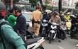 """Hà Nội: Tạm giữ xe ô tô của người phụ nữ cố đạp ga bỏ chạy còn nói với CSGT """"đã bảo bận, lúc khác quay lại"""""""