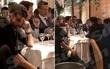 NÓNG: Costa ăn tối với doanh nhân châu Á, sắp chuyển đến Trung Quốc