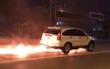 Hà Nội: Ô tô kéo lê xe máy hàng trăm mét trong làn đường BRT bốc cháy ngùn ngụt