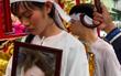 Lễ đưa tang diễn viên Nguyễn Hoàng: Trời đổ mưa, vợ trẻ nghẹn ngào nhìn di ảnh chồng trước giờ tiễn biệt