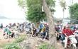 """Chùm ảnh: Nhiều người """"cày nát"""" đường ven hồ Linh Đàm để thoát khỏi cảnh tắc đường ngày nghỉ lễ"""